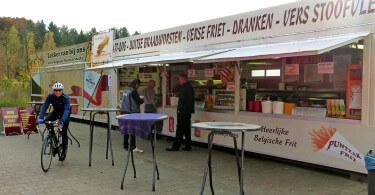 Frietkermis: frietketen in Postel