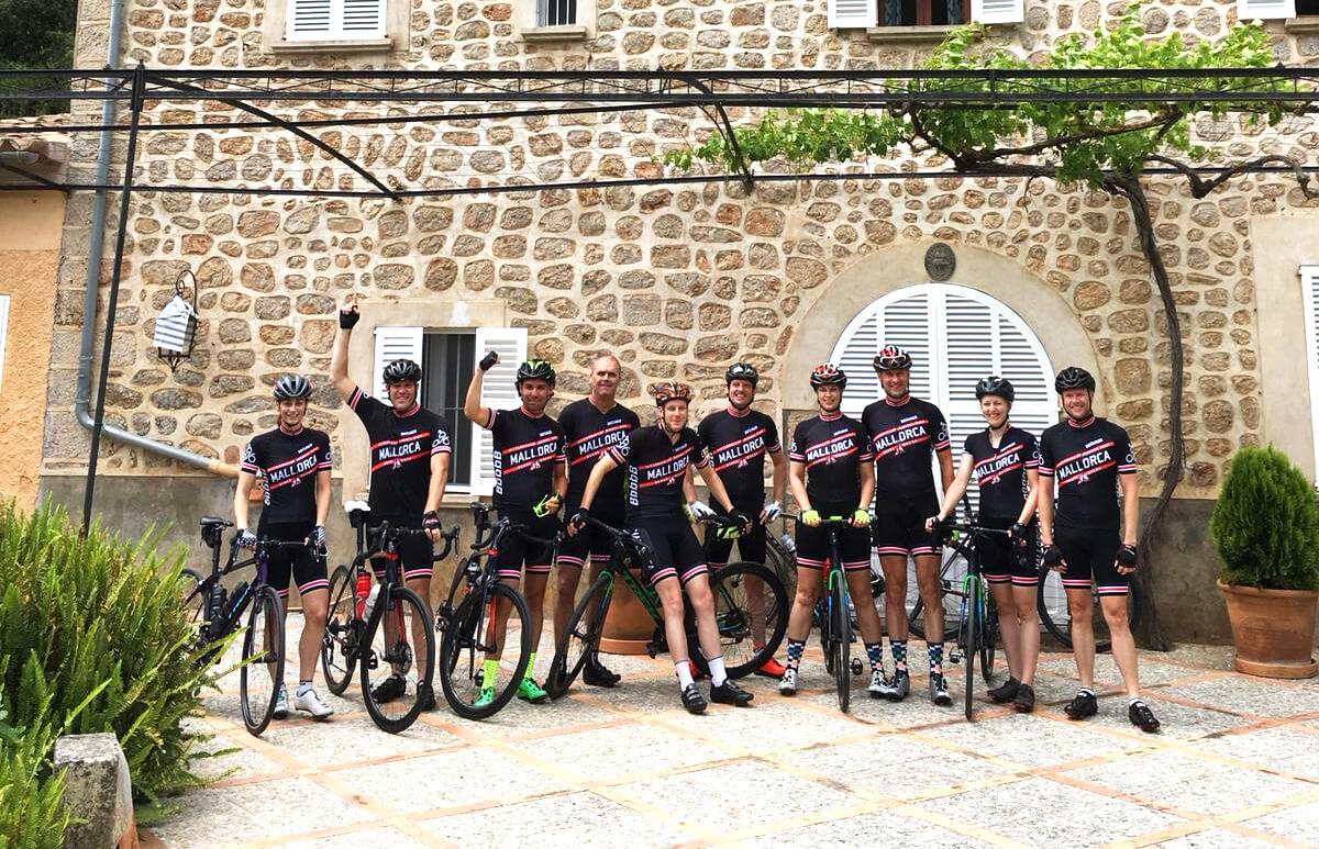 Villa en fietsgroep
