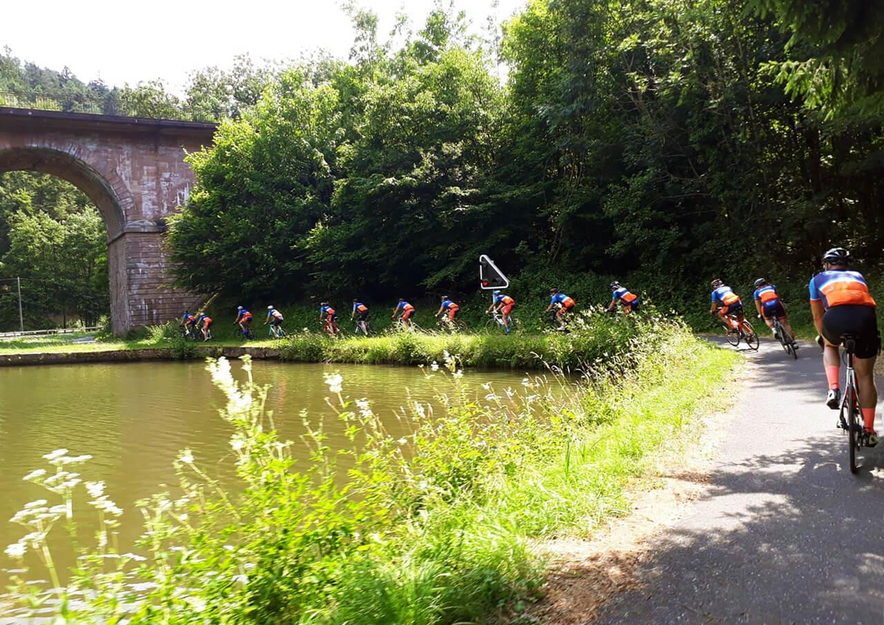 Fietsen langs kanaal in Lorraine
